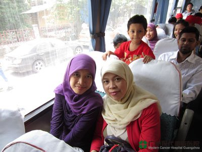 زيارة المرضى الأجانب لقصر هوتيان للتعرف على الثقافة الص