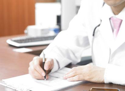 أيهما أفضل بعد الكشف عن السرطان، إخبار المريض به أو كتم