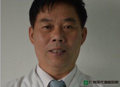 الدكتور يانغ لو تشيوان: خبير الطب الغربي في مجال الطب الصيني