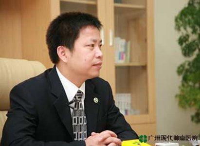 Chủ tịch tập đoàn Bác Ái trả lời phỏng vấn của đài truyền hình đại hội phòng chống ung thư