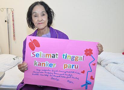Saya Menemani Mama Memenangi Kanker —Sebuah Monolog dari Putri Pejuang Kanker Paru