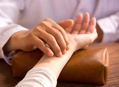 Biện chứng luận trị Đông y điều trị cá thể hóa với bệnh nhân ung thư giai đoạn muộn